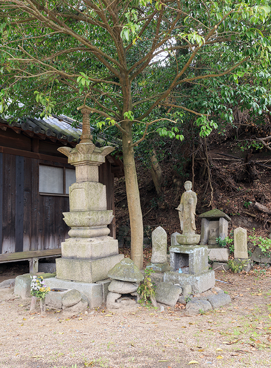 Shrine in the courtyard of Art House Project 006 on Inujima